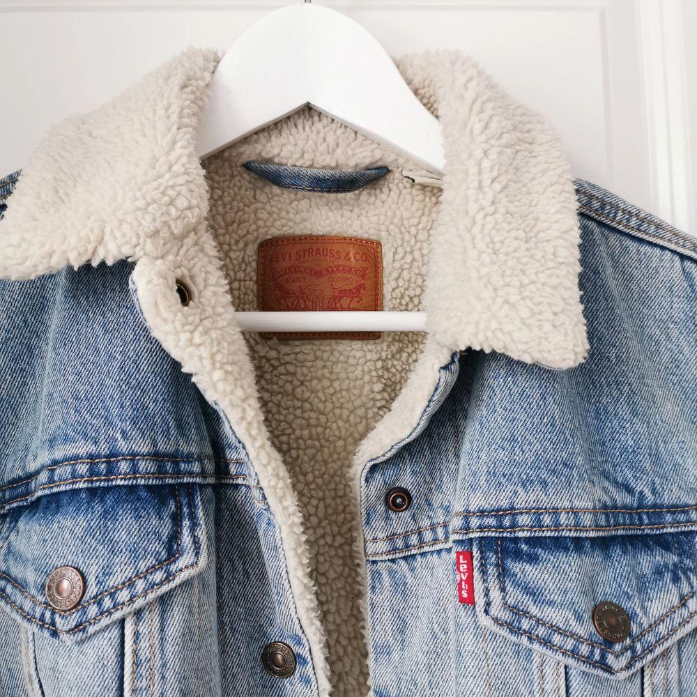 Min syster säljer sin oanvända jacka. Jackor.