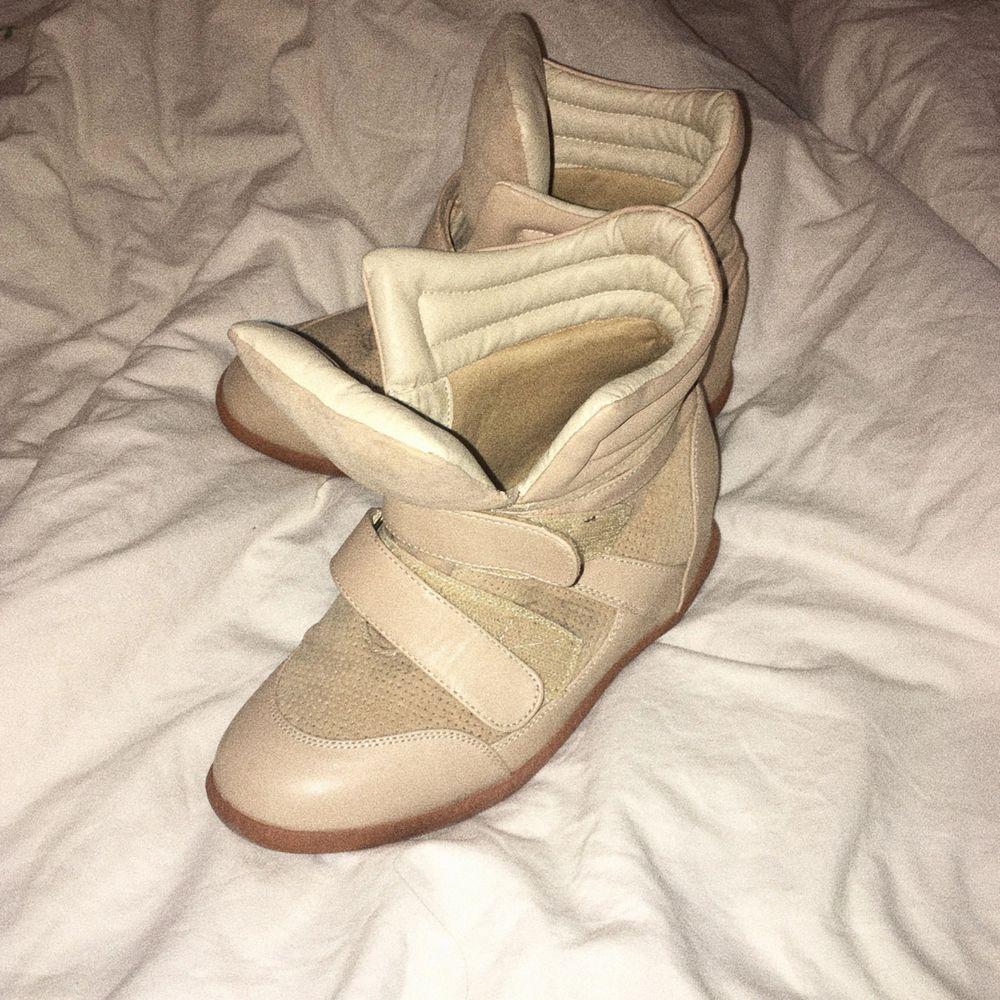 Liknande isabell marant skor, använda men fint skick! . Skor.