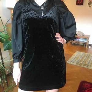 strappy dress i krossad sammet från Monki. nyskick!