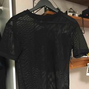Mesh tröja från hm, supersnygg men använder den inte så ofta.  Passar bra till det mesta, passar med en bh under eller en långärmad tröja under.