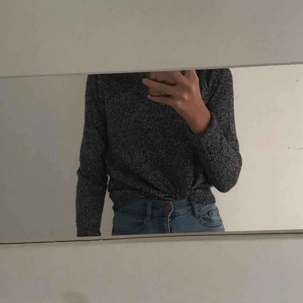 tröja från h&m, storlek XS använd ett fåtal gånger, inte alls stickig gratis frakt. Stickat.
