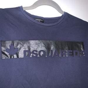 Säljer min mörkblåa dsquared t-shirt. A-kopia.