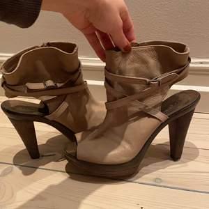 Skor sparsamt använda finns i Stockholm.