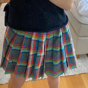 Väldigt unik & snygg rutig kjol från beyond retro i storlek xs💕 aldrig använd!