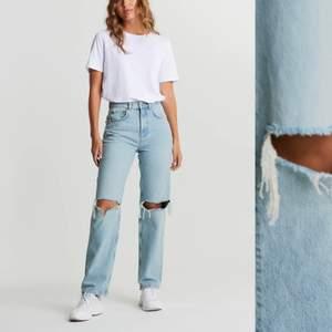 Säljer dessa Jeans ifrån ginatricot, har knappt använt dom💕💕 storlek 36, passar mig som oftast har S