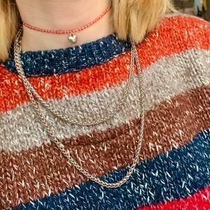 Säljer mitt långa kedjehalsband som är jättefint att ha dubbelt! Hjärthalsbandet på bilden är också till salu men i en annan annons i min profil:) 🦎1 plagg 30kr🦎2 plagg 50kr🦎3 plagg 70kr🦎4 plagg 95kr🦎5 plagg 120kr🦎