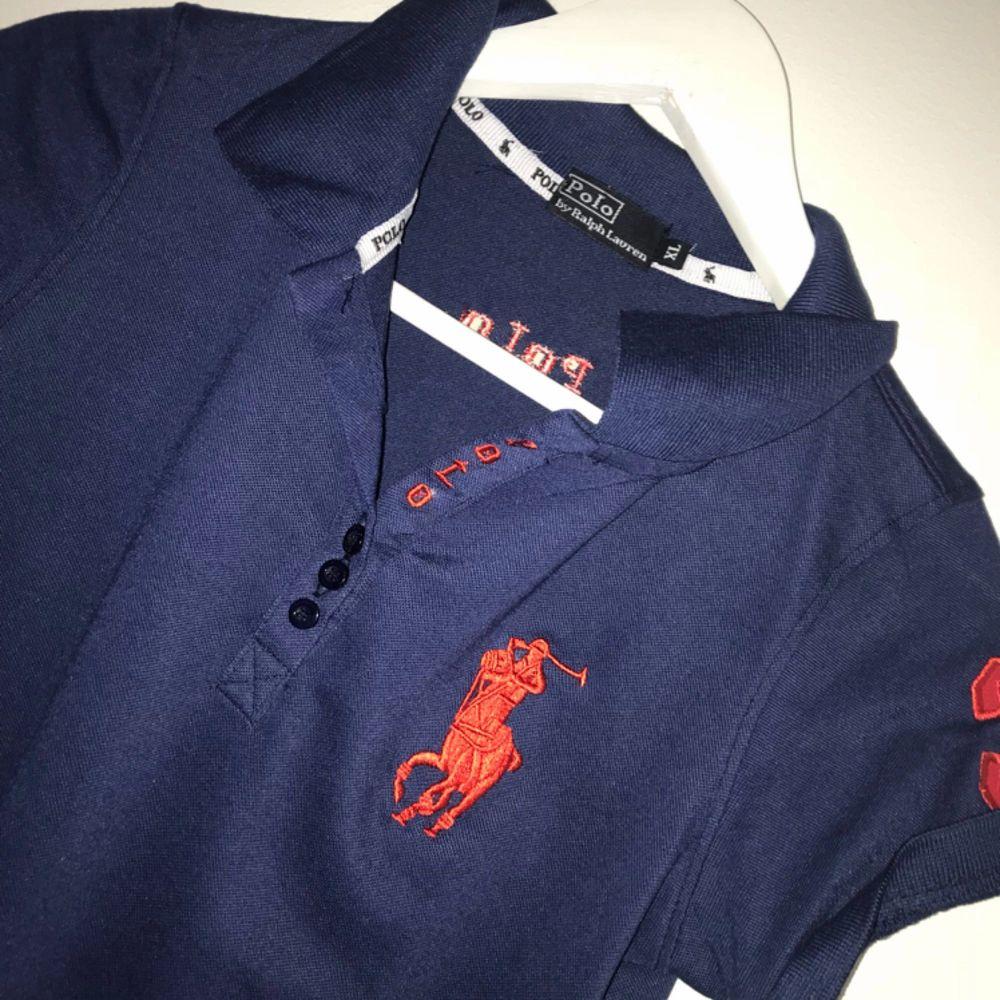 Polo T-shirt . T-shirts.