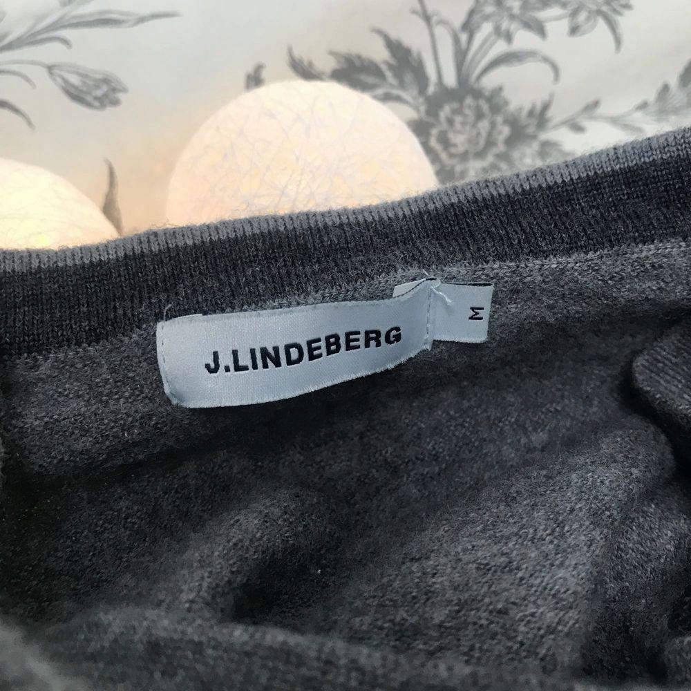 J.Lindeberg tröja, är i storlek M men sitter som en XS . Tröjor & Koftor.