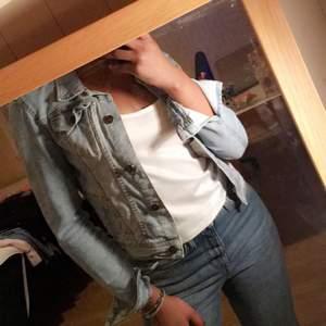 En fin Jeans jacka.