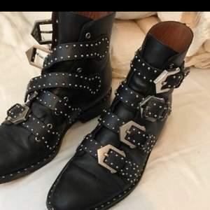 God kvalitet. Givenchy støvler, kvittering på billede fra Kassandra :)   Byd