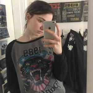 Sweatshirt från Carlings i fint skick. Köpare står för frakt