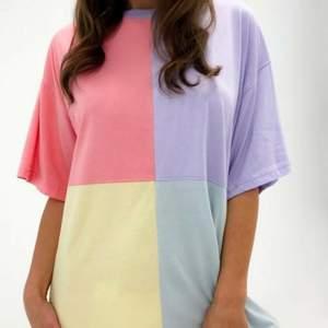 T-shirt klänning med dröm färgerna, användning vid prövning!