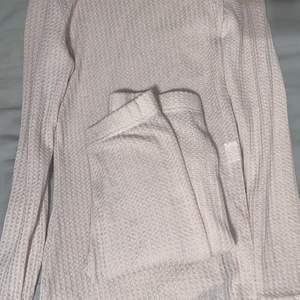 Oanvänd (mjukis sett) legginsen är åtsittande. Nude färgad.