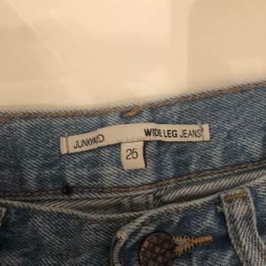 Jätte fina wide jeans från junkyard jättefint skick💕kan inte använda längre för att jag är lite för lång 170cm💖skriv om ni vill ha bild på mig med jeansen på💓