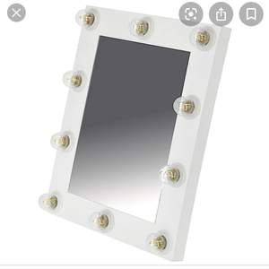 Är du intresserad av spegeln så för du gärna höra av dig så skickar flera bilder om du vill ha. Höjd 55cm bredd 45, 3m sladd. Köpte spegeln för 599kr. Säljer för 400. Pris kan diskuteras