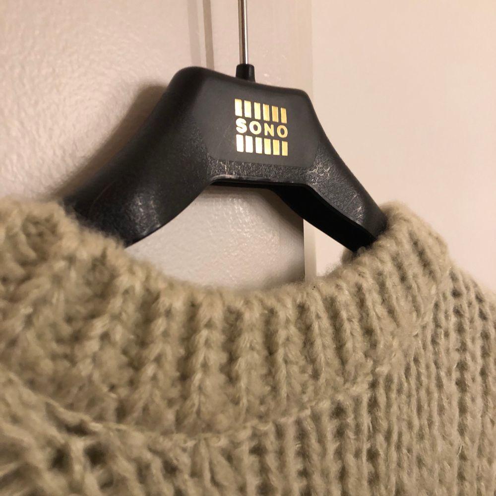 Stickad tröja från NaKd, använd 2 gånger. . Stickat.