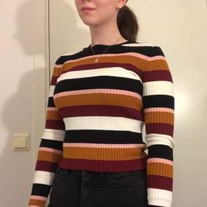 En mycket fin och höstig tröja i ett ribbat tyg! Använd 2 gånger.