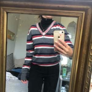 Vintage D&G tröja 40% ull , 10% Kashmir, 25% nylon, 25% viskos