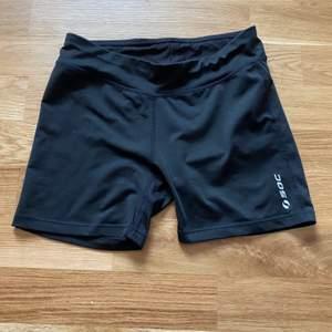 Ett par svarta tränings shorts från stadium. 30kr plus frakt. Stretchigt material. Tvättas såklart innan den skickas iväg!