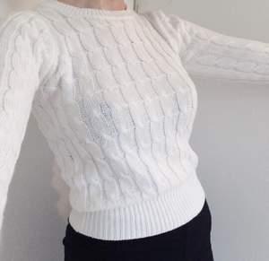 Kabelstickad kort tröja Lappen säger XS men passar mig som är en s/m utan problem (se bild). Inklusive frakt.