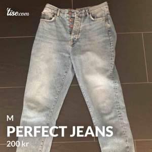 Mycket snygga. Vanlig passform. Vanliga jeans. Passar till allt.