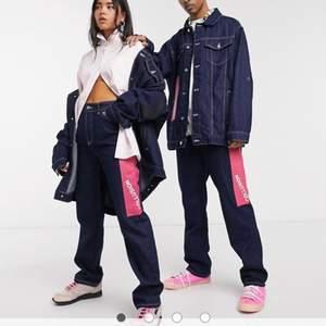 Intressekoll på dessa jeans från ASOS märket Collusion. De är sparsamt använda och har inga defekter. Hör av er vid frågor.