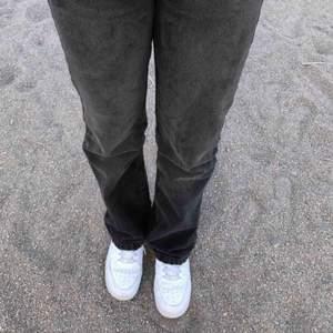 Säljer dessa snygga jeans, säljer pga för små