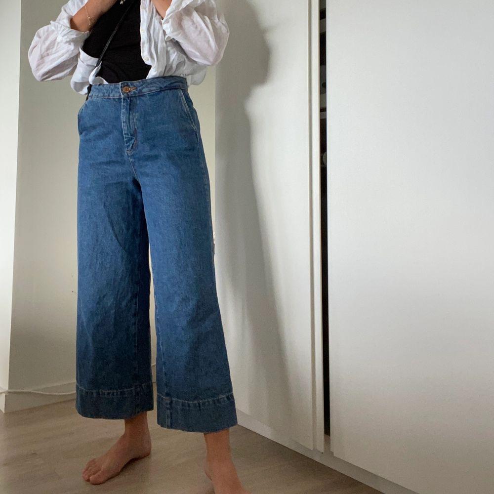 skönaste jeansen jag äger, så mjuka! använda ett par gånger men i väldigt bra skick⭐️⭐️ frakt tillkommer!. Jeans & Byxor.