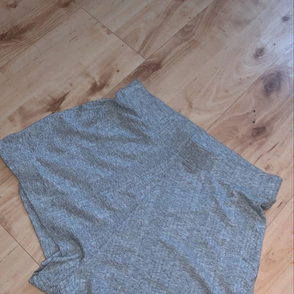 Väldigt sköna och snygga mjukisshorts! Säljer eftersom att de tyvärr är för stora:( Frakt 44 kr💞. Shorts.