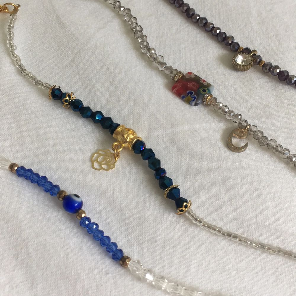 Fyra olika armband från min kultur, tänkte folk skulle gilla dem!💞 Den sista blå som man ser i sista bilden är lite trasig så man vet!🌸 20kr styck, 10 för den trasiga🌸. Accessoarer.
