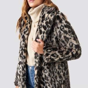 """Säljer min leopard """"päls""""jacka från Linn Ahlborgs kollektion med NA-KD🥰 Super snygg, skön och varm men säljer den nu då jag haft den ett tag☺️ Frakt tillkommer!"""