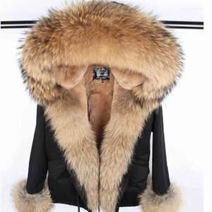 Säljer min superfina varma parka päls jacka. Den är som nyskick och använd 2 månader.  Kan även tänkas byta mot en annan jacka.