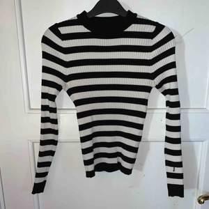 Tight STAY tröja Köpt på Carlings, köpare står för frakt.
