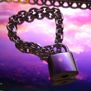 chain armband med lås, går att öppna !! bra skick 🌷