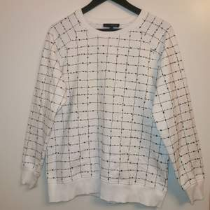 Fin Carin Wester tröja i storlek L