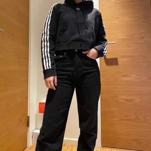 supersnygg croppad Adidas hoodie i strl 34🤩