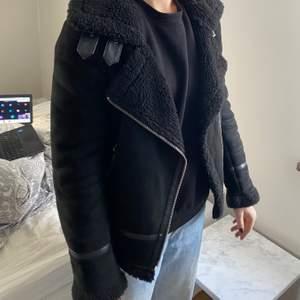 Fake mockajacka från Zara i bra skick. Köparen få stå för frakten!!🦋💕