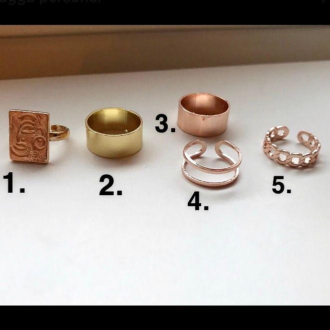 Säljer dessa superfina ringar!😍😍 1 och 2 är guldfärgade och 3,4 och 5 är roséguld✨ Alla ringar är justerbara så passar alla!🙌🏻  100:- styck eller 2 för 150:- (Frakt tillkommer på 12:-💌) . Accessoarer.