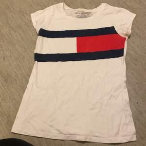 Tommy hilfiger t-shirt köpt i New York, storlek m(8/10) ganska liten i storlek
