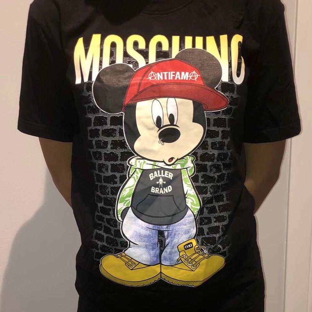 🌸Denna coola tröja är köpt från Thailand, därav priset. Den är aldrig använd endast testad då jag aldrig fått ett tillfälle att använda den. Köparen står för frakten🌸. T-shirts.