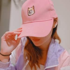 säljer min söta rosa ハチ公 keps! älskar den, men aldrig kommit till användning för hatar att ha på mig keps no cap 😂❌🧢 frakt tillkommmer! budning vid flera intresserade! kontakta vid frågor! 💌