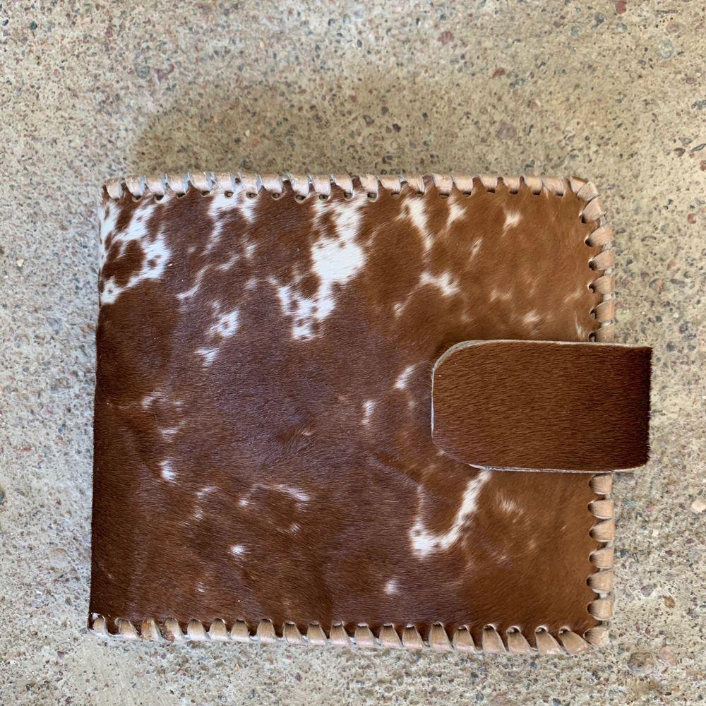 Aldrig använd. Handgjord i Kenya av äkta päls och skinn.. Väskor.