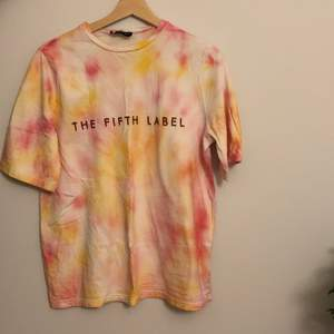 Fifth Label t shorts, tie die🤩🤩perfekt skick. Pris kan diskuteras💞