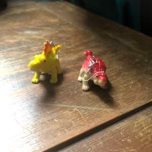 Jätte söta Handgjorda dinosaurie örhängen i väldigt bra skick✨🦕