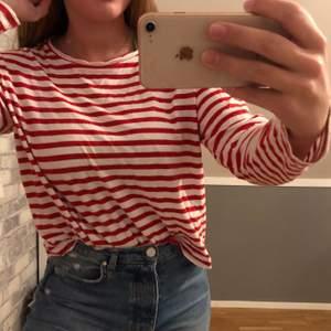 Säljer denna då jag har flera liknande tröjor. Tröjan är så gott som inte använd.