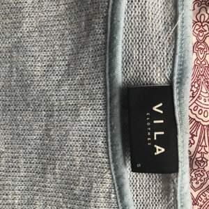 Blåglittrig tröja från Vila och passar XS-M. Knappt använd.