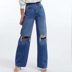 Säljer dessa nyköpta jeans ifrån gina, endast använda en gång då dom lite för långa för mig. Storlek 32 men passar mig super som vanligtvis har storlek 34💕❤️💗