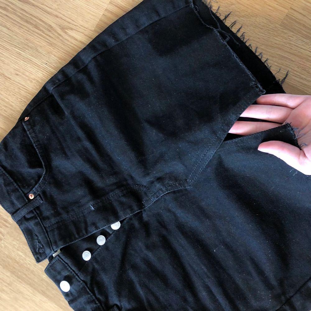 Svart jeanskjol använd bara 3 gånger, 150 kr. Kjolar.