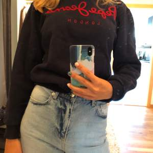 Marinblå collegetröja från pepe jeans. Möts upp eller fraktar🌸