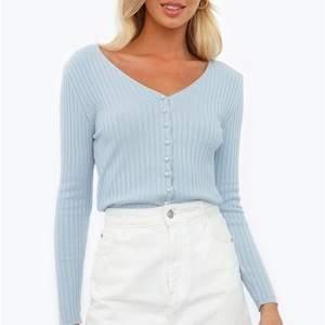 Super fin tröja från chiquelle, helt oanvänd då den tyvärr inte kommer till användning. Den är one size men skulle säga att den är som en XS-M i storleken. Nypris 399! Säljer för 250kr